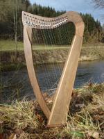 Harfe 19 Saiten Walnuss, Bodenplatte, neue Klappen + Zubehör