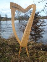 Harfe 27 Saiten Buche verziert C3, neue Klappen + Füße + Zubehör