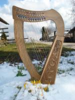 Harfe 12 Saiten Walnuss verziert, Halbtonklappen + Zubehör