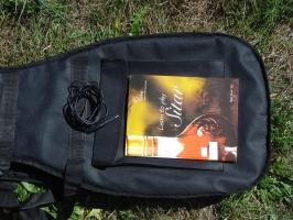 Fusion E-Sitar 18 Saiten mit Anschlusskabel, Tasche und Lehrbuch