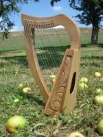Harfe 12 Saiten Walnuss verziert mit Tasche
