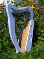 Harfe 12 Saiten Buche Zartlila verziert, Halbtonklappen + Zubehör