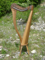 Harfe 22 Saiten Walnuss + Füße + Tasche