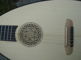 Gitarrenlaute 6 Saiten mit Skulptur + Tasche + Lehrbuch